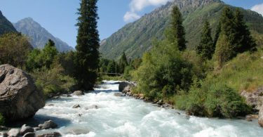 Ala-Archa-river-gushing-past-0