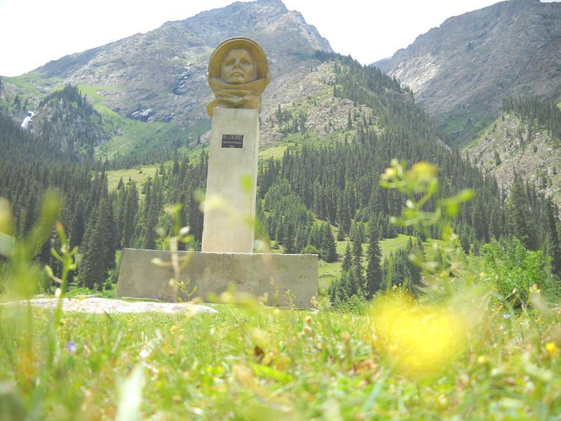 gagarin-statue