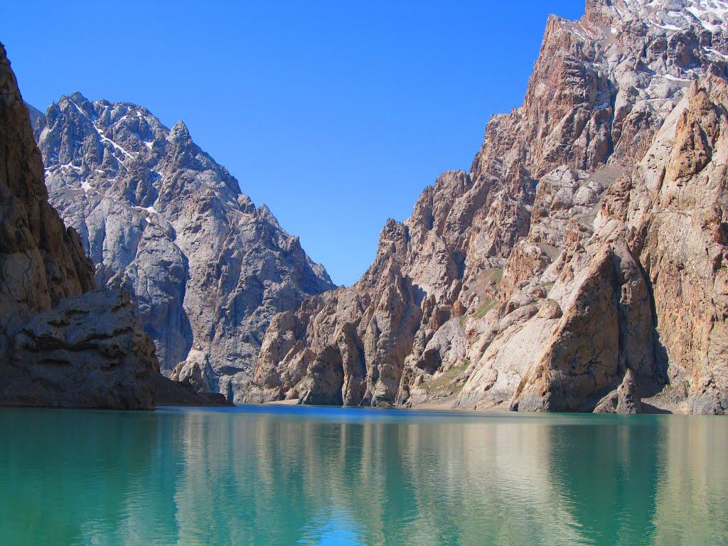 kel suu lake kyrgyzstan