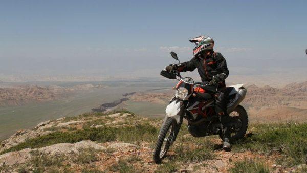 motorcycle tours kyrgyzstan-http://globuslanding.com